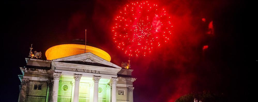 Como ultimo dell anno fuochi d artificio e musica fino - Bagno di romagna ultimo dell anno ...