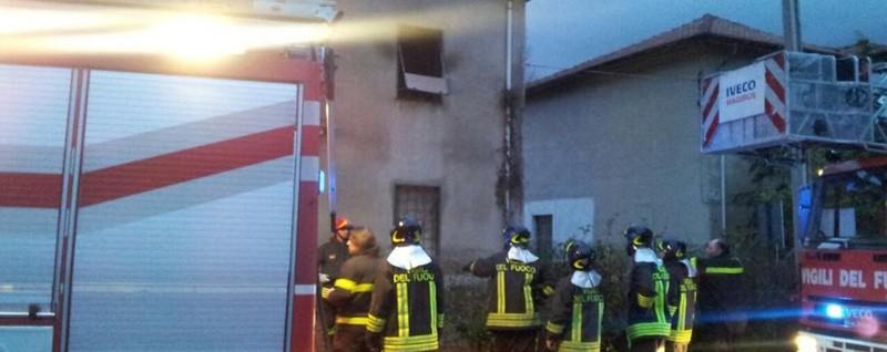 Incendio in una casa ad albate cronaca como for Vinci una casa