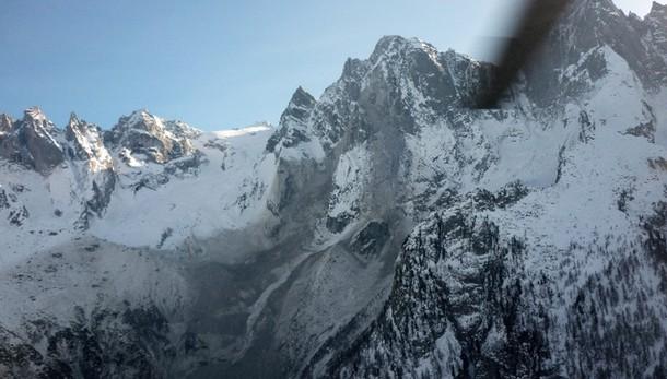 Montagna, tragedia sul Bernina: due alpinisti precipitano e muoiono durante scalata