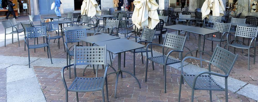 Como bar contro il sindaco assurde le regole su sedie e tavoli cronaca como - Tavoli e sedie bar ...