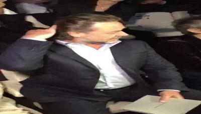 Milano - Russel Crowe nel parterre di Armani