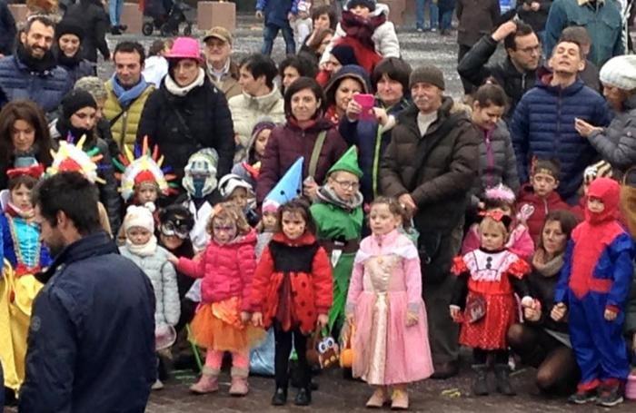 olgiate, carnevalino dei bambini in piazza Italia