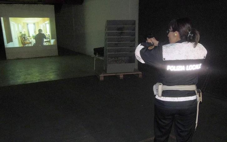 Erba, vigili urbani si addestrano (video)   A scuola di tiro come i colleghi americani