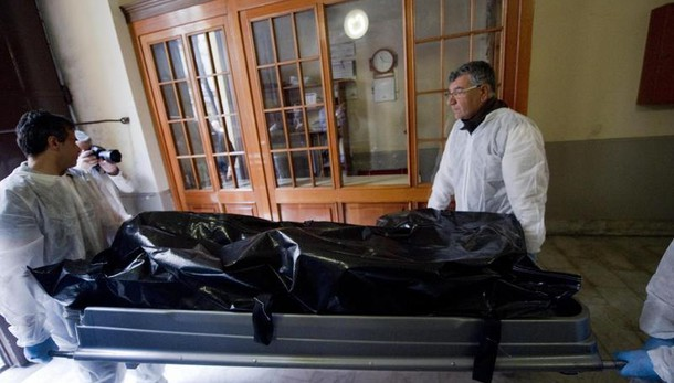Cadaveri coppia, forse omicidio-suicidio