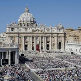 Papa: chiudersi a migranti non soluzione