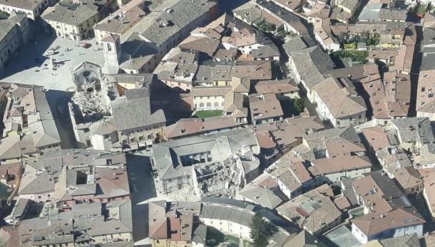 Ancora TERREMOTO in centro Italia, scossa di magnitudo 6.5: crolli e feriti