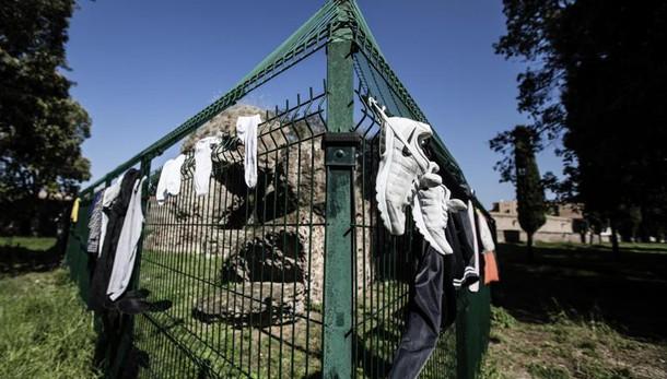 Donna picchiata, violentata e rapinata a Termini: è in gravi condizioni