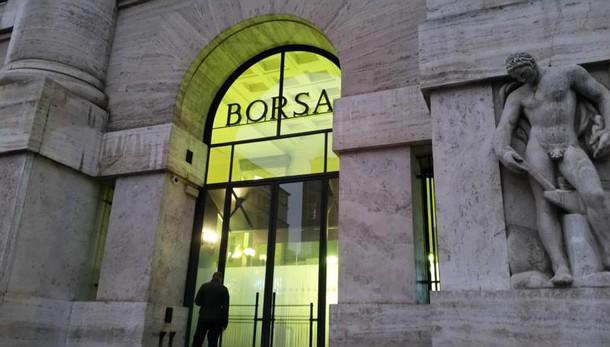 Borsa, Milano chiude in rimonta con le banche