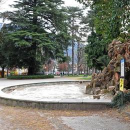 Giardini a lago più belli con 1,5 milioni  Dalle luci ai giochi, bando per il progetto