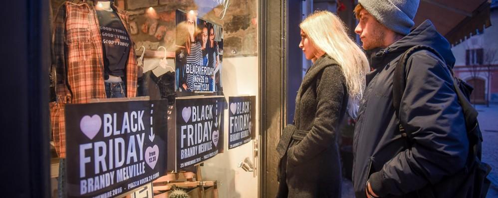 Shopping il black friday porta gli sconti in centro - Black friday porta di roma ...