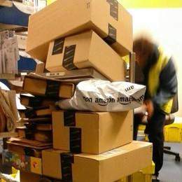 """Olgiate, Uffici sommersi da Amazon  In Posta il """"venerdì nero"""" non è finito"""