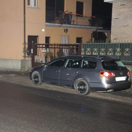 Lomazzo, paura per un ciclista  agganciato dallo specchietto