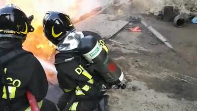 Tubazione del gas a fuoco