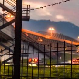 Migranti in Svizzera a piedi sull'autostrada  La polizia cantonale: «Dovete segnalarli»