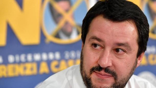 Grillo e Salvini a braccetto