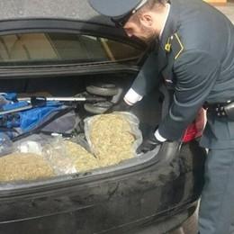 Sei chili di droga in auto Arrestato dopo l'inseguimento