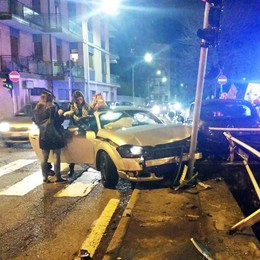Como, scontro al semaforo Il video dell'incidente