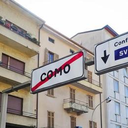 «Armani punta su Milano»  Allarme nel Ticino