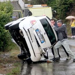 Falso allarme a Porlezza  Poi un'auto si ribalta davvero