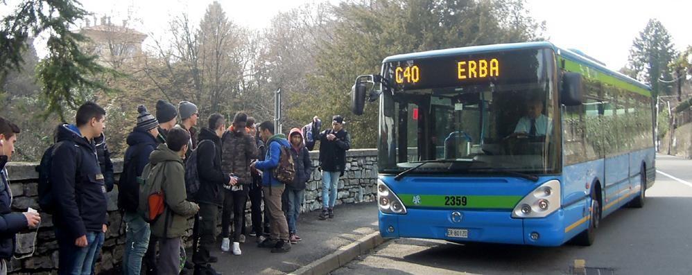 Studente fatto scendere dal bus tessera in regola poi - Liceo carlo porta erba ...
