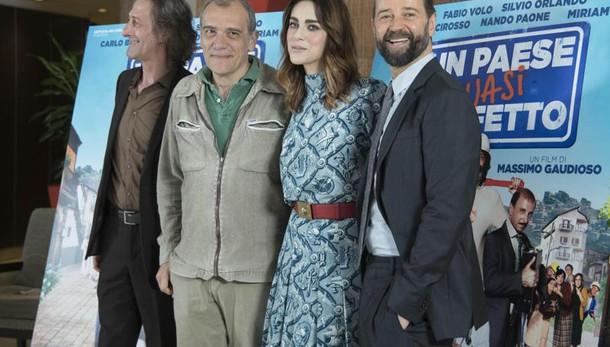 Fabio Volo e Miriam Leone insieme per Un paese quasi perfetto