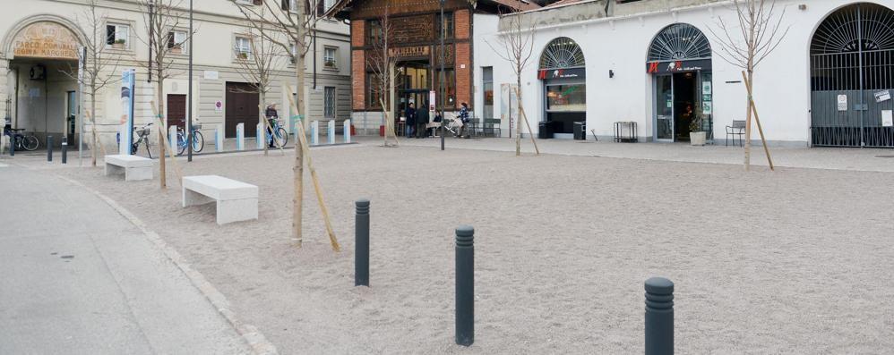Piazza de gasperi tavolini abusivi il comune multa i bar e li fa rimuovere como citt como - De gasperi santa maria di sala ...