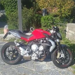 Incidente ad Ossuccio Donna cade in moto