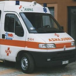 Scontro auto-moto a Veniano, due feriti
