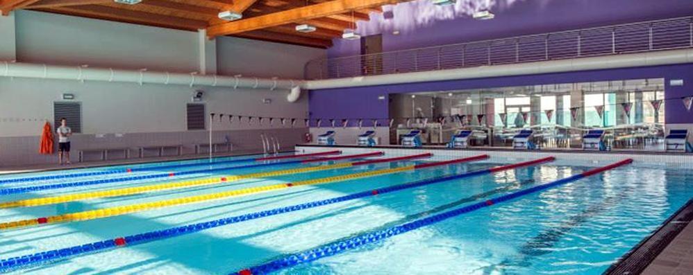 Erba caccia ai furbetti del centro sportivo in piscina con la foto sull abbonamento erba erba - Piscina olgiate comasco ...