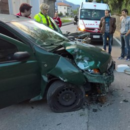 Auto contro il muro  Incidente ad Alzate