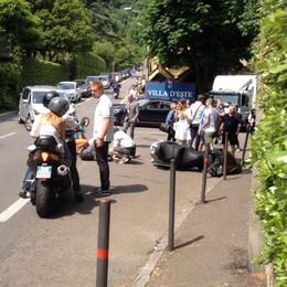 Incidente davanti a Villa d'Este Motociclista portato in ospedale