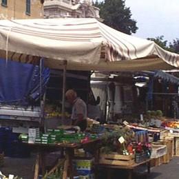 Il mercato rischia lo sfratto  Proteste ad Appiano