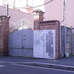 Villa Sormani torna alla città  «Giù il muraglione del parco»