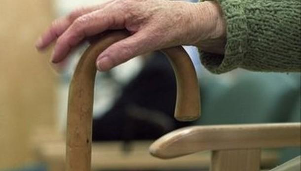 Omicidio suicidio a Rovezzano: uccide la madre 93enne e poi si spara