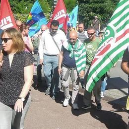 Holcim, sciopero contro i tagli I dipendenti incontrano il prefetto