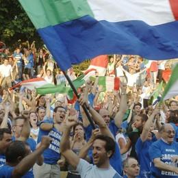 Como tifa Italia: maxischermi  per la grande sfida di questa sera