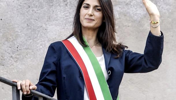 Ama, Raggi conferma l'ad Fortini: