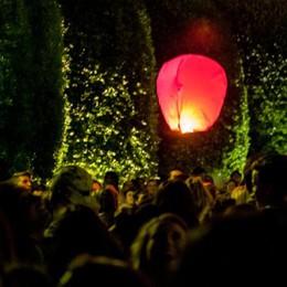 "In centinaia ai giardini  per la ""lanternata"" fantasma"