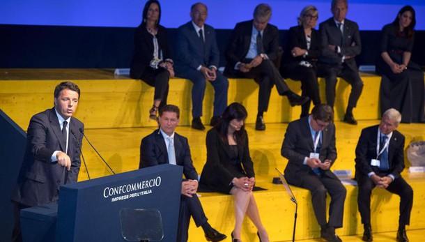 Renzi contestato da Confcommercio per il bonus da 80 euro