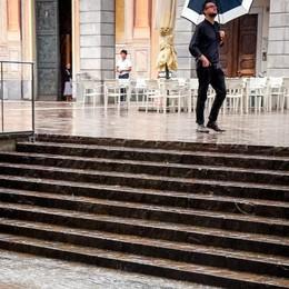 Acqua in Duomo e al Broletto   E stamattina altro temporale e grandine