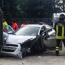 Incidente sulla Regina a Laglio  Frontale da due auto, 6 coinvolti