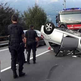 Laglio, auto si ribalta Due ragazzi in ospedale