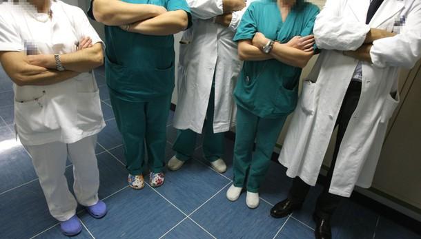 Napoli, in ospedale per infarto, trans rinuncia a cure: offesa da paramedici