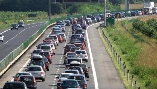 Esodo, giornata da bollino rosso: code su tangenziale e autostrada