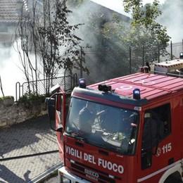 Brunate, a fuoco una legnaia Colonna di fumo visibile dalla città