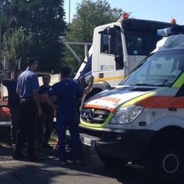 Schiacciato da un camion  Operaio soccorso a Cucciago