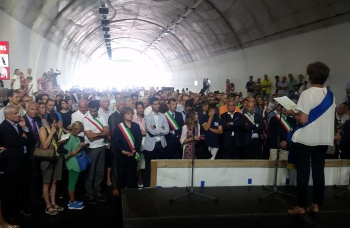 La cerimonia inaugurale del tunnel di Pusiano