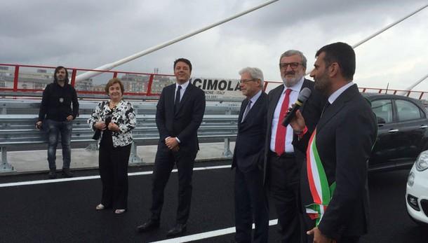 Bari, Renzi inaugura il ponte