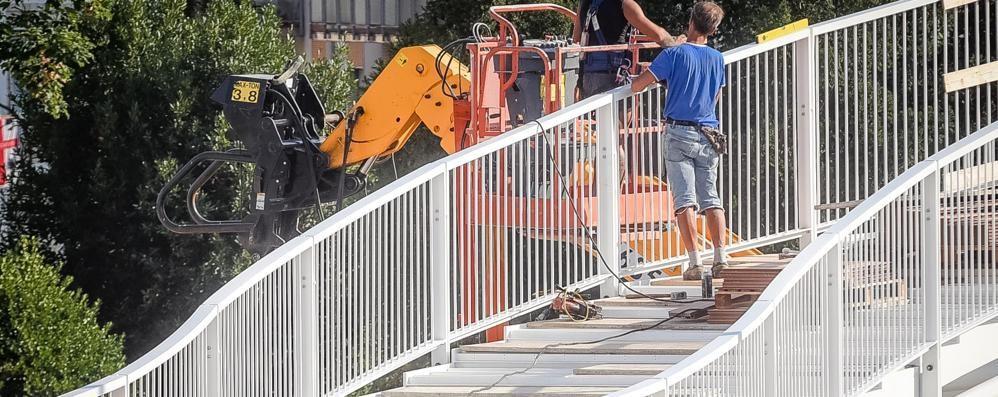 il ponte con gli scalini solo pedonale per sicurezza