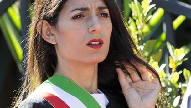 Virginia Raggi celebra il primo matrimonio gay di Roma